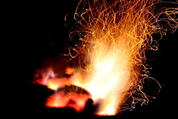 "Hasil gambar untuk api membakar kayu"""