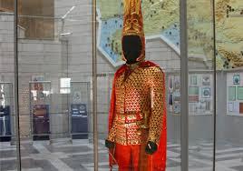 """Kazakistan'da dördüncü """"Altın Elbiseli Adam"""" bulundu -"""