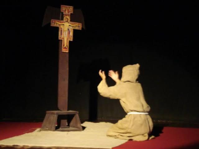 """Resultado de imagem para rezando crucifixo"""""""