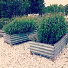 terrasse en bois metal raised garden beds