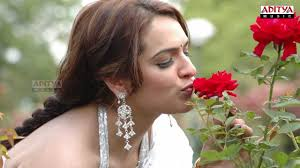 Varoodhini Movie Song - Vasthanantivi Song - Aarthi Agarwal, Aditi ...