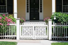 Advantages Of Adding A Pvc Picket Fence To Your Property Mills Fence Co Pvc Picket Fences Mills Fence Co