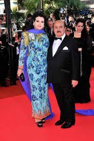 """La verdadera historia de Adnan Khashoggi, el billonario traficante de armas  que gastaba $1,5 millones semanales y además tenía una colección de 11  """"esposas del placer"""" – MEGA RICOS"""