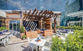 Restaurants Look to Architectural Design to Attract Customers