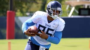 New Titans TE MyCole Pruitt Aims to Help Ease Loss of a Player He's Always  Admired