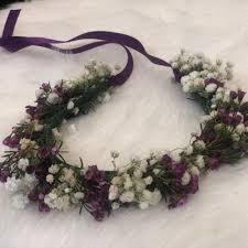 اكليل زهور طبيعي بنفسجي وأبيض أنفاسك زهور