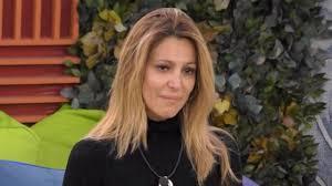 Grande Fratello Vip, Adriana Volpe lascia la Casa: un familiare malato