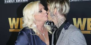 Aaron Carter explains face tattoo, says his mom inspired it | Fox News