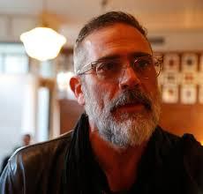 Jeffrey Dean Morgan signs 'Walking Dead' comics to help Rhinebeck shop
