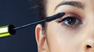 mascara and eyeliner bad for your eyes