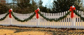 288 White Fence Decorated Christmas Photos Free Royalty Free Stock Photos From Dreamstime