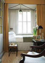 narrow bedroom decorating ideas