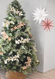 decorate an insram worthy christmas tree