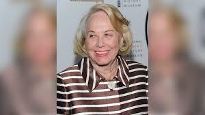 Liz Smith, syndicated gossip columnist, dies at age 94 - ABC7 New York