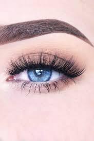 natural makeup look blue eyes