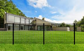 Yardlink S Euro Fence System Is The Ideal Fence To Enhance Your Home And Commercial Space Yardlink S Euro Fence Is An Outdoor Aluminum Fence Chain Link Fence