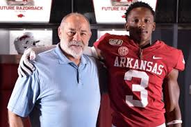 LB Aaron Moore nearing decision after Arkansas trip