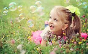 تحميل خلفيات الفرح ابتسامة العشب المجال الصيف الطبيعة فتاة