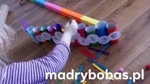 8 sposobów edukacyjnych zabaw z patyczkami kreatywnymi