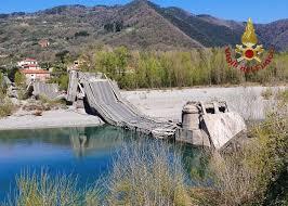 Il ponte crollato ad Albiano Magra in provincia di Massa Carrara