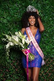 Briana Smith Crowned 2019 Miss Hooters International | Hooters