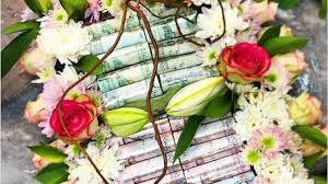منع تزيين الورود بالفلوس يجتاح مواقع التواصل ومتابعون قرار