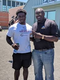 """Reuben Frank on Twitter: """"Eagles great Byron Evans is at practice today  with his son Byron II, who played linebacker for Northern Arizona before  graduating this spring.… https://t.co/kabxaXtSu9"""""""