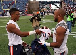 """Amanda Kaschube on Twitter: """"Brock Vereen (#Bears) and Shane Vereen  (Patriots) exchange jerseys postgame. Tribune photo by @briancassella  http://t.co/InCH864VcC"""""""