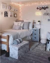 16 Ideas Para Decorar Su Dormitorio In 2020 College Bedroom Decor College Dorm Room Decor Dorm Room Inspiration