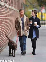 Anne Hathaway and Adam Shulman Settle Into Brooklyn Married Life | Anne  hathaway style, Anne hathaway, Anne hathaway pixie