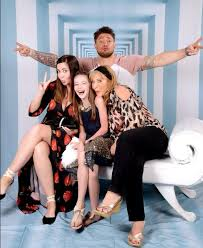 Blue star Duncan James takes his mum and daughter on a Caribbean ...