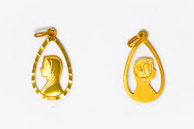 18 carat gold plated virgin mary