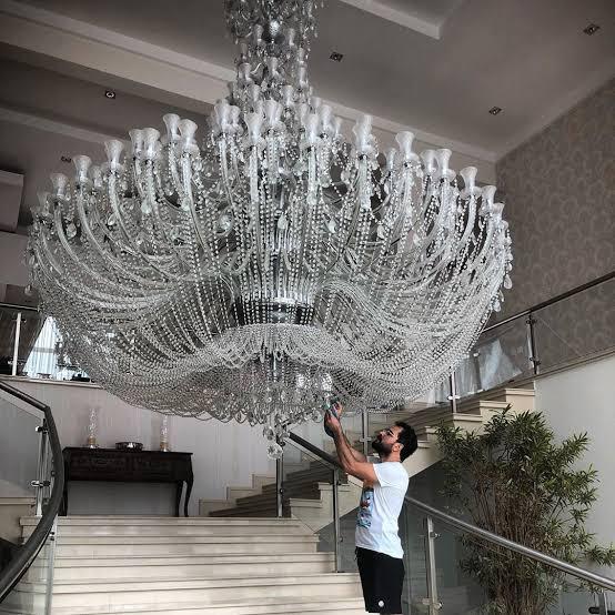 Lustre da mansão de Luciano Camargo impressionou a todos (Foto: reprodução)