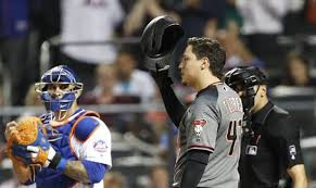 D-backs' Wilmer Flores receives standing ovation in return to Mets