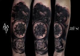 Zegar Z Roza Tatuaz Baltic Ink Tattoo Studio
