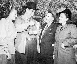 Smiley Burnette brags about his California oranges to Polly Jenkins (right)  and another lady, unaware Uncle Dan owns a Florida or…   Western movie,  Movie tv, Movies