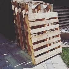 Easy Upcycled Temporary Diy Pallet Fence By Sheri Pavlovic