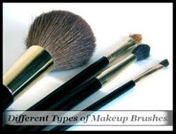 makeup brushes to apply cosmetics
