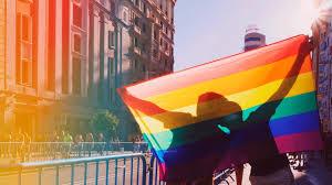 El colectivo LGBT pide que las marcas reasignen los presupuestos ...