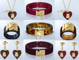 louis vuitton lock me pendant necklace