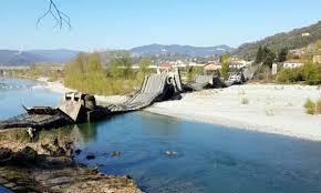Albiano Magra, ponte crolla su sp 70: due furgoni precipitati ...