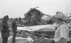 Eastern Airlines jet crashes at Kennedy Airport during a thunderstorm  killing more than 100 people in 1975 - New York Daily News