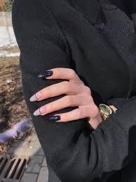 Pin by Tít PA on Nails in 2020   Black nails, Almond nails ...