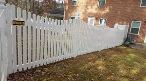 5 High White Pvc New Castle Style With Gothic Posts Hercules Fence