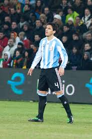 File:Nicolás Burdisso – Portugal vs. Argentina, 9th February 2011 (1).jpg -  Wikimedia Commons