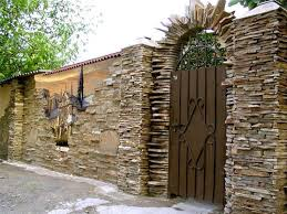 Beautiful Fence Designs Blending Various Materials For Unique Modern Walls