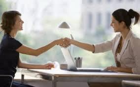 Яким чином страхувальник (роботодавець) зобов'язаний подавати повідомлення про прийняття працівника на роботу