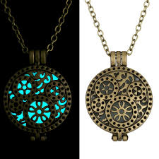 vintage pendant necklace jewelry we luv