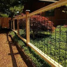 I Built My First Hog Wire Fence And I Think It Turned Out Great It Was Tricky Keeping All The Lines Straight Le Wire And Wood Fence Hog Wire Fence Wire
