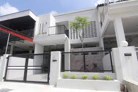 Fj Ai A Twitter Modern Minimalist Being Incorporated Well For The Facade Wire Mesh Gate And Fence And Also The Plant Selection The Single Tree Become Emphasis With The Contrast Bricks Materials As